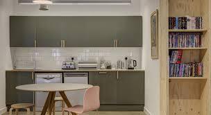quelle peinture pour la cuisine rénover une cuisine en bois avec quelle peinture