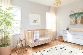 idee deco chambre de bebe déco mur chambre bébé 50 idées charmantes