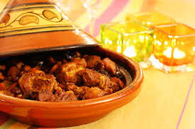 cuisiner avec un tajine en terre cuite ustensiles en terre cuite confort domicile com