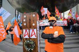 areva siege social les salariés d areva en colère protestent devant le siège de l