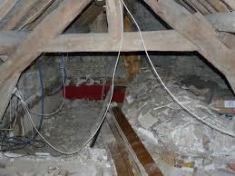 hauteur plafond chambre aménager un grenier en chambre des combles deviennent de