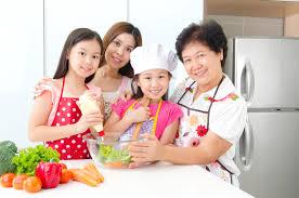 cuisine en famille mode de vie de cuisine de famille asiatique image stock image du