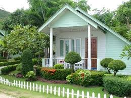 picket fences small white picket fences with elegant landscaping ideas for small