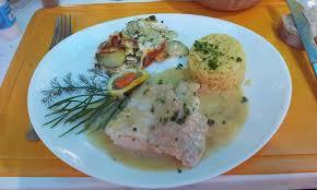 cuisiner un filet de julienne filet de julienne au beurre blanc picture of l aixois ile d aix