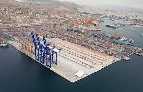 porti atene grecia il sindacato porto pireo contro i cinesi