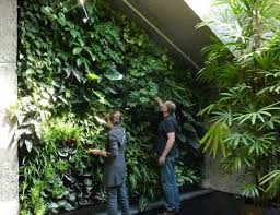 easy to install living wall system uses felt pockets for plants