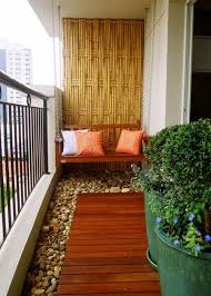 idee deco balcon amenagement terrasse exterieure appartement gazon artificiel au