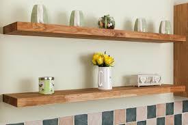 cuisine avec etagere étagères suspendues originales modernes et pratiques