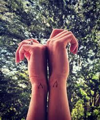 25 ide terbaik tentang small bff tattoos di pinterest tato sahabat