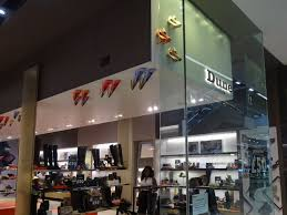 dune westfield stratford city londres shoes retail vitrines