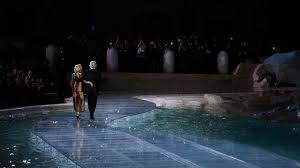 fendi u0027s show at the trevi fountain is right out of a fairytale