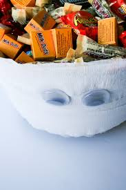 halloween candy gift basket quick diy mummy halloween candy bowl salty canary