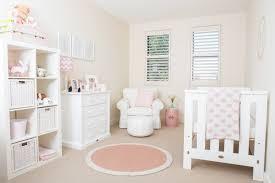 chambre enfant fille décoration chambre bébé en 30 idées créatives pour les murs