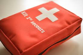 trousse de sac trousse de secours en voyage les médicaments indispensables