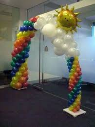driveway arch but instead of flower balloons have graduation