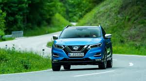 nissan qashqai vs peugeot 3008 nissan qashqai 2017 facelift review by car magazine