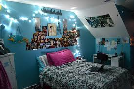 wall ls in bedroom ls so that s where perry was this whole time my new room
