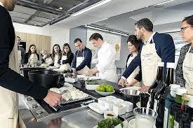 un cour de cuisine ecole de cuisine ecole de cuisine pr travail moment