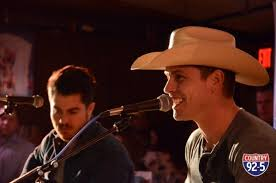 who sings cadillac ranch dustin lynch proves acoustic shows aren t boring at the cadillac