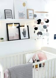 tableau chambre bébé pas cher guirlande lumineuse chambre bebe vous pouvez acgalement accrocher