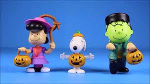 peanuts halloween just play 3 figure set snoopy charlie brown toys