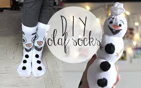 Diy Sock Snowman Diy Fun U0026 Affordable Olaf Socks U0026 Sock Snowman Gift Ideas