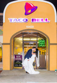 wedding photos at taco bell