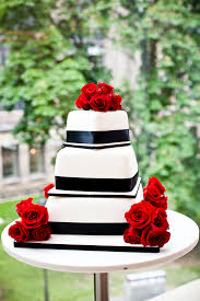 wedding quotes on cake wedding cakes topped with fresh flowers weddingbells