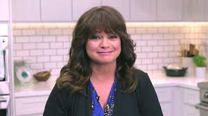 how to get valerie bertinelli current hairstyle what valerie bertinelli does to make 57 look like 37 valerie