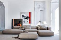 gro e kissen f r sofa große lässige eckcouch betonwand und weicher teppichboden