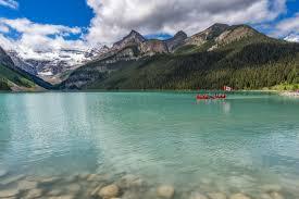 bureau louise lake louise inn alberta canada the mountains look so beautiful