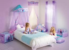chambre de reine chambre reine des neiges baldaquin bois et le lit couette