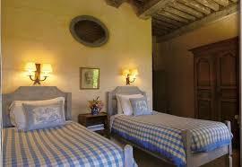 chambre toile de jouy les coussins de la chambre bleue la maison piat