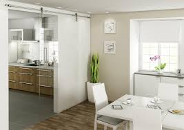 wohnzimmer glastür schiebetür zwischen küche und wohnzimmer 25 tipps