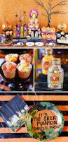 charlie brown halloween decorations great pumpkin best 25 peanuts halloween ideas on pinterest snoopy halloween
