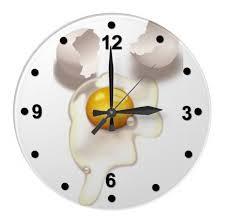 horloge murale cuisine épinglé par caroline bodinan sur cuisine œufs fêlés conception