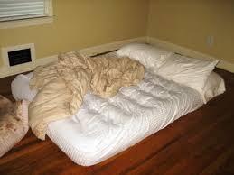 casa materasso materassi gonfiabili sistemati per dormire bene arredare casa