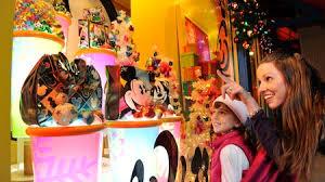 How Long Does Disney Keep Christmas Decorations Up - disneyland resort