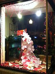 Christmas Window Decorations Photos by Best 25 Christmas Window Display Ideas On Pinterest Christmas