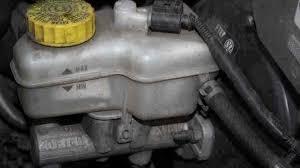 brake fluid leak symptoms repair cost car maintenance tips