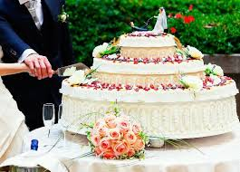 wedding cake on a budget budget saving wedding cake ideas
