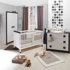 chambre bébé contemporaine une chambre bébé contemporaine à base de gris et taupe