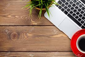 Schreibtisch Tisch Schreibtisch Tisch Mit Laptop Computer Kaffeetasse Und Blume