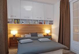 schlafzimmer planen stauraum im kleinen schlafzimmer planen schränke über dem bett