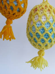 outdoor tree bauble crochet pattern