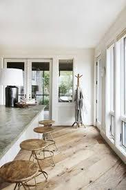 parquet massif pour cuisine sol en bois clair idee revetement de sol en parquet chene massif