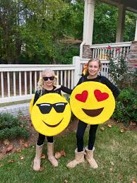 emoji costume magnolia mamas diy emoji costume