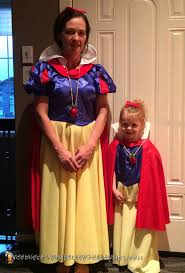 halloween costumes for grandma grandma and granddaughter snow white costumes