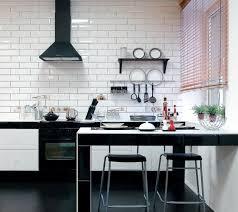 carrelage cuisine design carrelage métro blanc dans la cuisine et la salle de bains