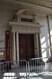 chambre correctionnelle file palais de justice de entrée de la salle d audience des